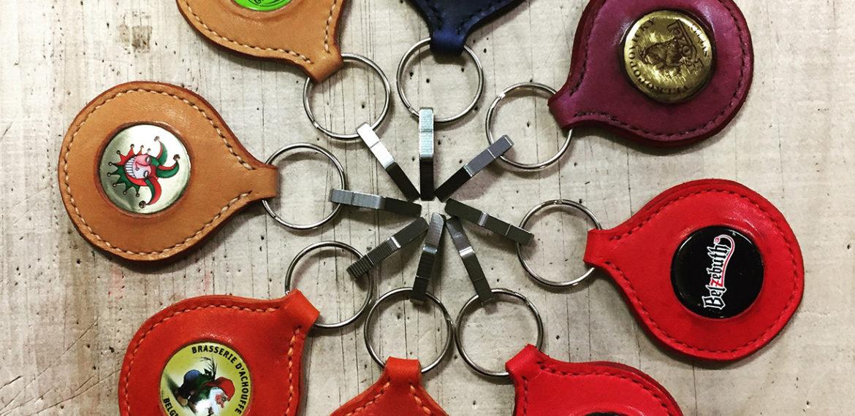 Porte-clefs décapsuleurs à capsule de bière